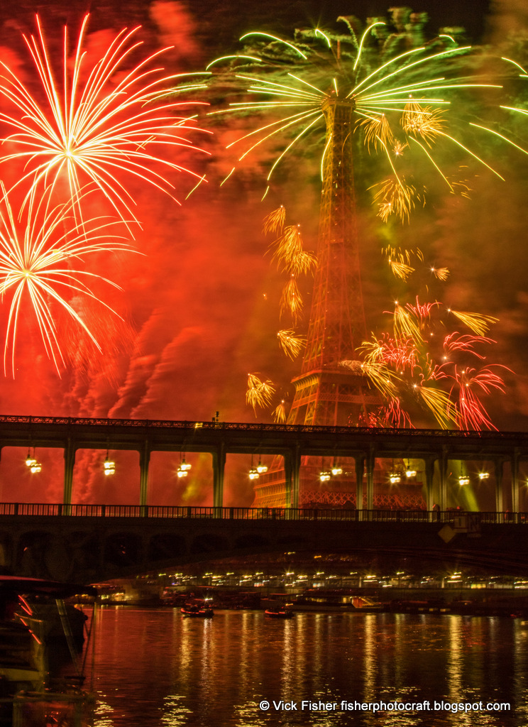 Eiffel Tower Fireworks Feu Artifice Bastille Day Paris France