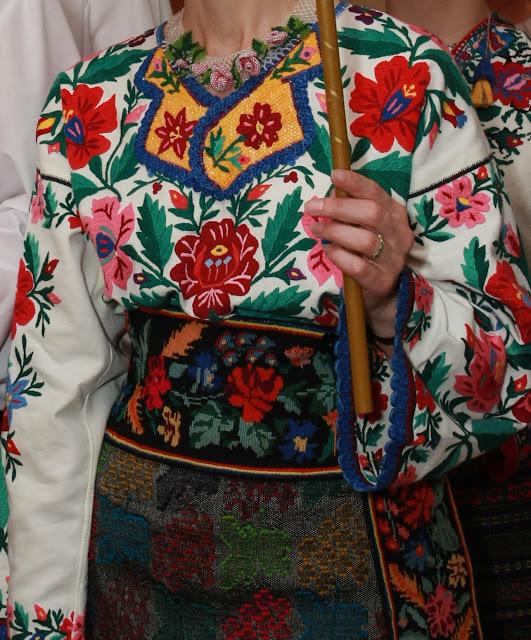 Весілля в українському стилі, наречена