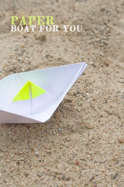 Neon Papierboot, paper boat