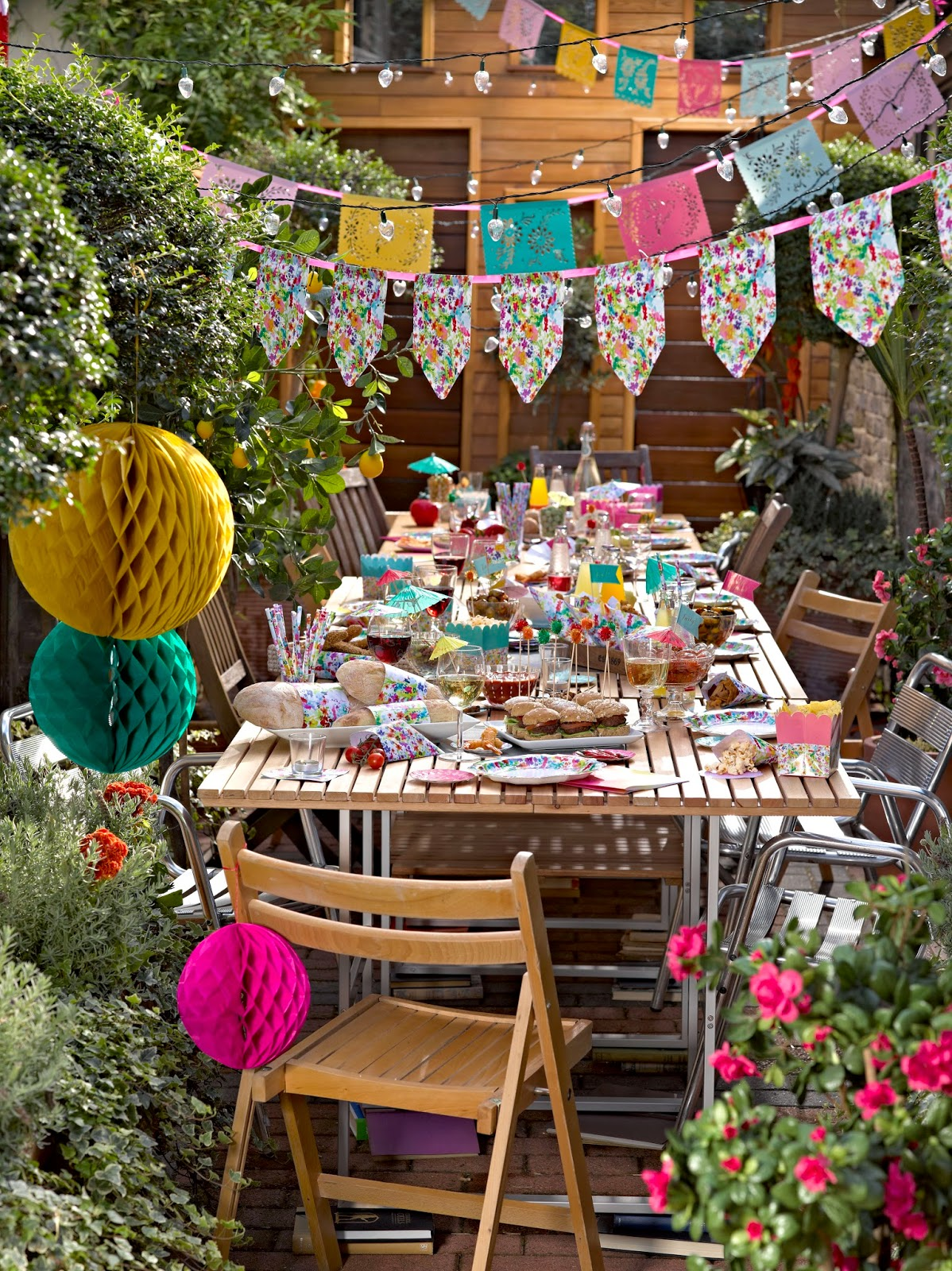 Cake junki garden party decorations for Garden decoration ideas