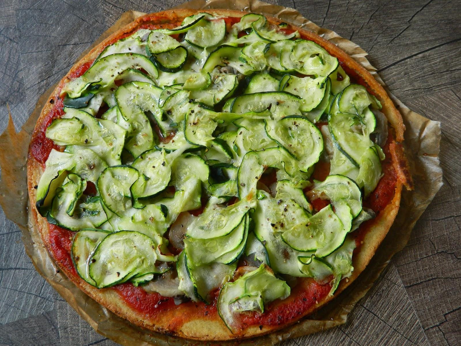 Pizza de post cu blat din faina de naut