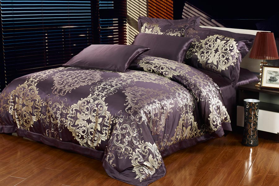 Winter Luxury  22 Momme Seamless Embroidered Silk Bedding