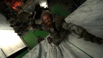 Tormund escalada el muro sin efectos especiales - Juego de Tronos en los siete reinos