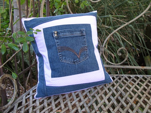 http://www.threadingmyway.com/2014/07/jeans-pocket-cushion-tutorial.html