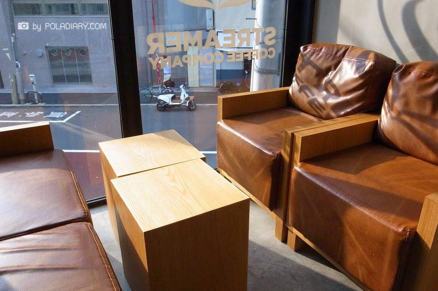 02-Hiroshi-Sawada-Barista-Streamer-Coffee-Company-Container-Building-www-designstack-co