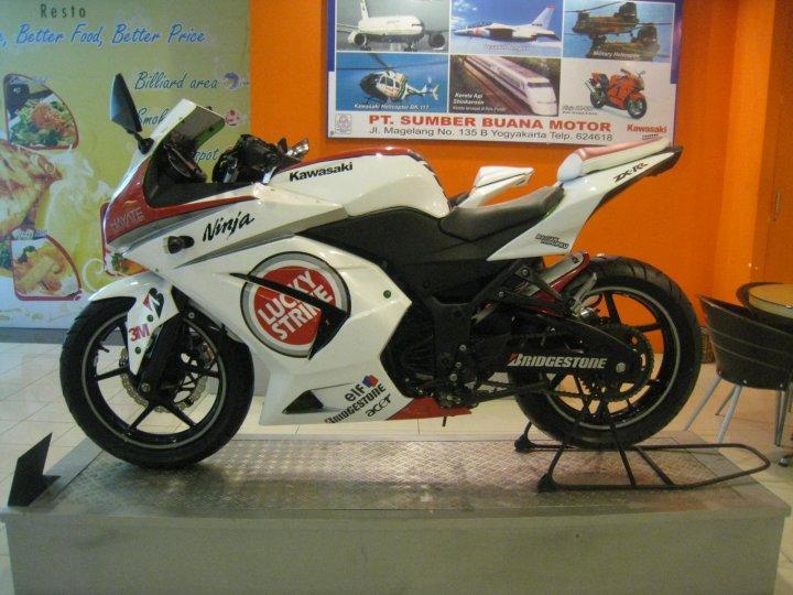 Gambar Hasil Modifikasi Motor Kawasaki Ninja 250 title=