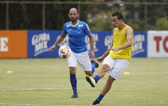 Bruno Rodrigo e Leandro Damião podem aparecer como novidades na equipe titular do Cruzeiro (Foto: Washington Alves/Light Press)