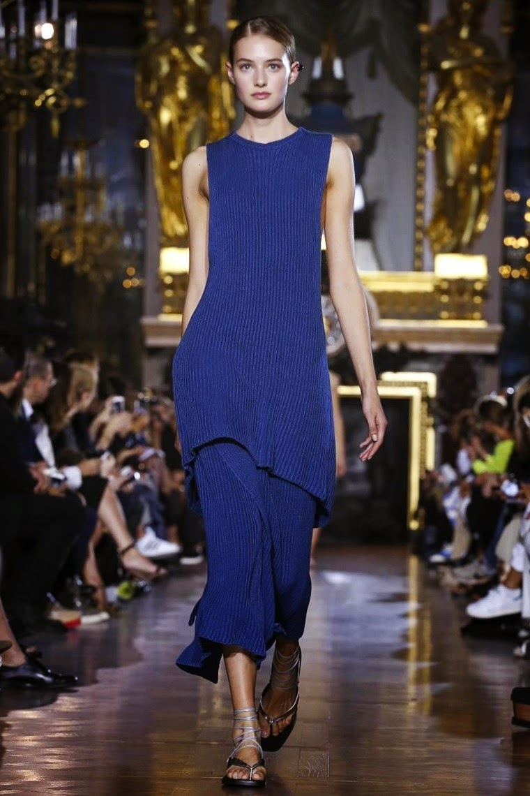 Stella McCartney spring summer 2015, Stella McCartney ss15, Stella McCartney, Stella McCartney ss15 pfw, Stella McCartney pfw, pfw, pfw ss15, pfw2014, fashion week, paris fashion week, du dessin aux podiums, dudessinauxpodiums, vintage look, dress to impress, dress for less, boho, unique vintage, alloy clothing, venus clothing, la moda, spring trends, tendance, tendance de mode, blog de mode, fashion blog,  blog mode, mode paris, paris mode, fashion news, designer, fashion designer, moda in pelle, ross dress for less, fashion magazines, fashion blogs, mode a toi, revista de moda, vintage, vintage definition, vintage retro, top fashion, suits online, blog de moda, blog moda, ropa, asos dresses, blogs de moda, dresses, tunique femme, vetements femmes, fashion tops, womens fashions, vetement tendance, fashion dresses, ladies clothes, robes de soiree, robe bustier, robe sexy, sexy dress