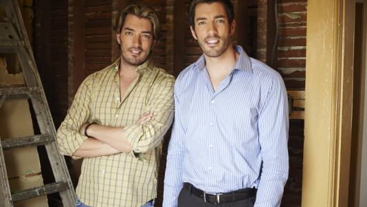 Jonathan and Drew Scott Shirtless http://elclubdelabulla.blogspot.com/2012_04_01_archive.html
