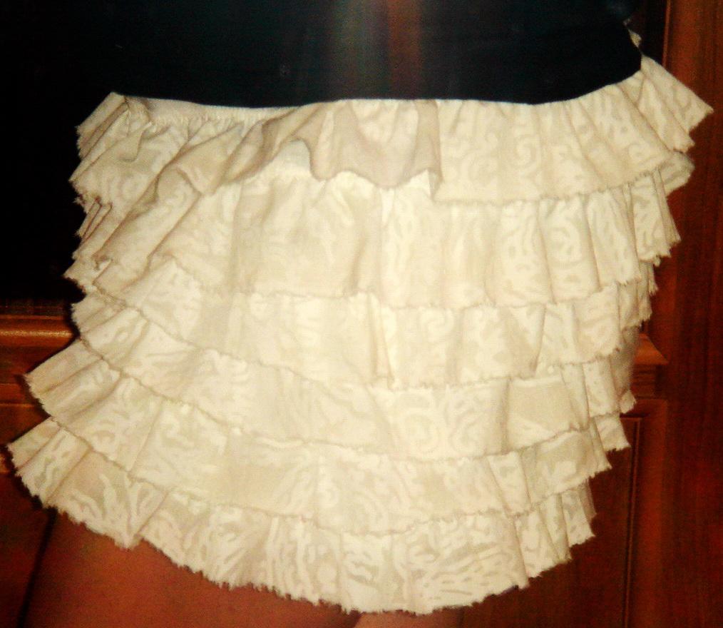 Она сшила себе очень модную юбку 15