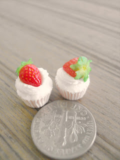 CDHM Artisan Cindy Teh of Snowfern Clover Miniatures creating 1:6 scale cupcakes from polymer clay