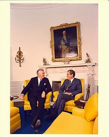 Whitlams bandnaam idee - Australian Prime Minister Gough Whitlam with Nixon