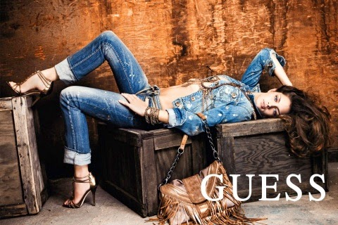 guess-denim-jeans-blogger-awards-with-female