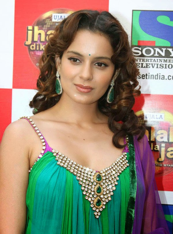 kangana ranaut most attractive pictures in awards show actress kangana ranaut