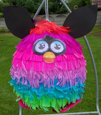Tęczowa piniata Furby BOOM - wyjątkowa piniata i wyjątkowy prezent
