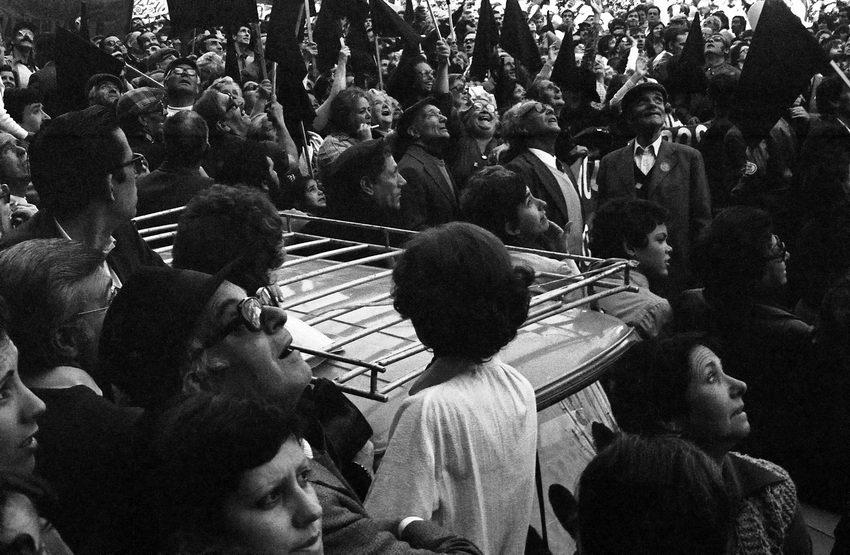 Manifestação popular a seguir ao 25 de Abril de 1974
