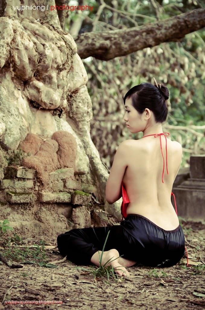Thiếu nữ duyên dáng với áo yếm xưa 26