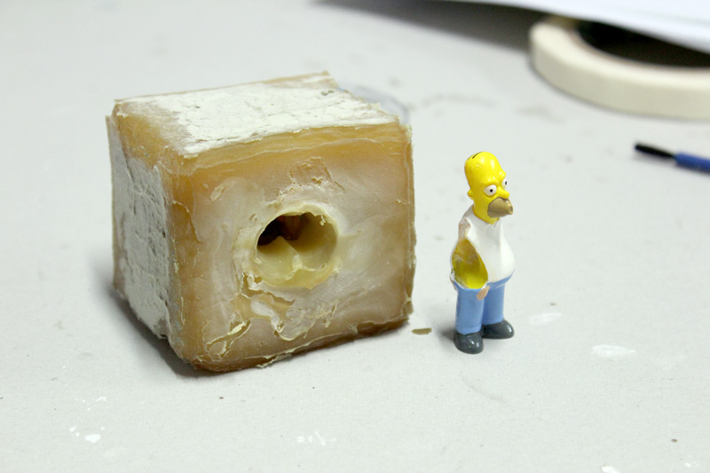 """Estamos aprendiendo a realizar el molde de las fichas para el #juegoDeMesa  N-Go ... """"Casi"""" todo Homero  salió del huequito ese je."""
