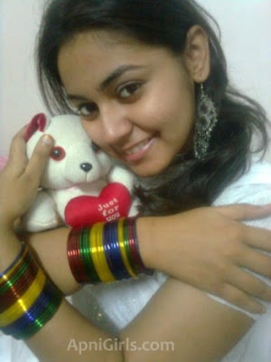 Real Bangladeshi Girls Pictures Gallery and Mobile Numbers5