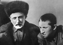 Отец - народный поэт Дагестана Гамзат Цадаса и Расул Гамзатов