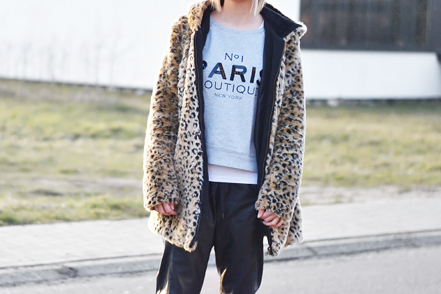 outfit, street style, how to wear, leopard, fur coat, sweatshirt , sportive, leather trousers, belgium