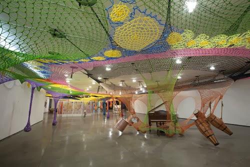 Exposición Ernesto Neto el cuerpo que me lleva Museo Guggenheim Bilbao