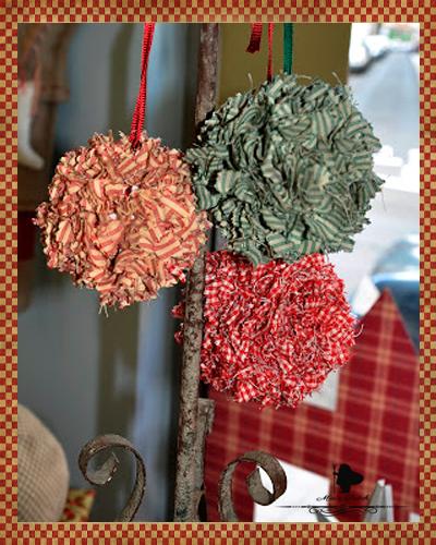 la corona de corazones en el apartado de descarga patrones hoy te presentamos otra corona de porex y unas bolas de navidad con retales de telas para