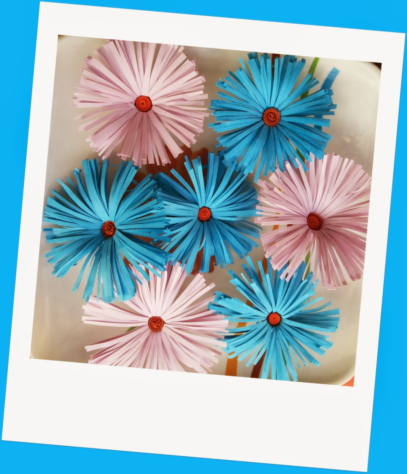http://quillingzone.blogspot.tw/2014/02/fringed-flowers-in-blue-lavender.html