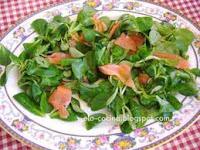 Receta de ensalada de salmón con judías y canónigos