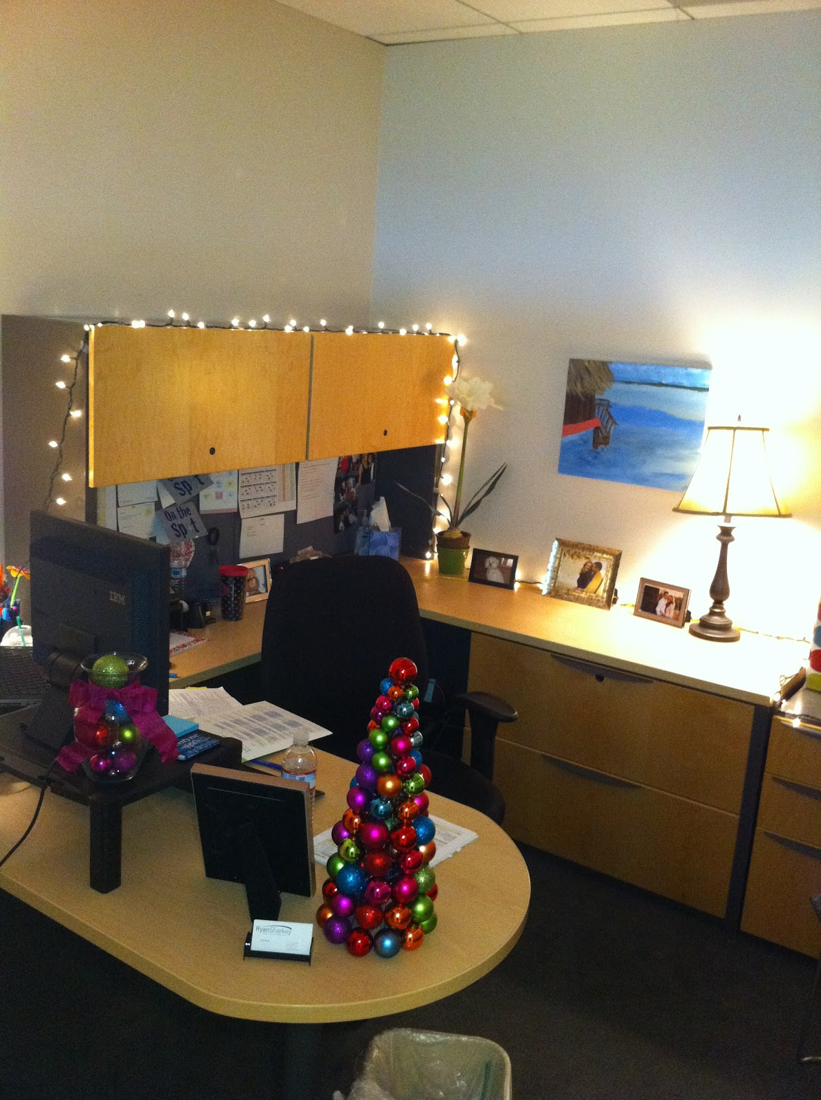 I am quirky yes i decorate my office for christmas How to decorate a home office