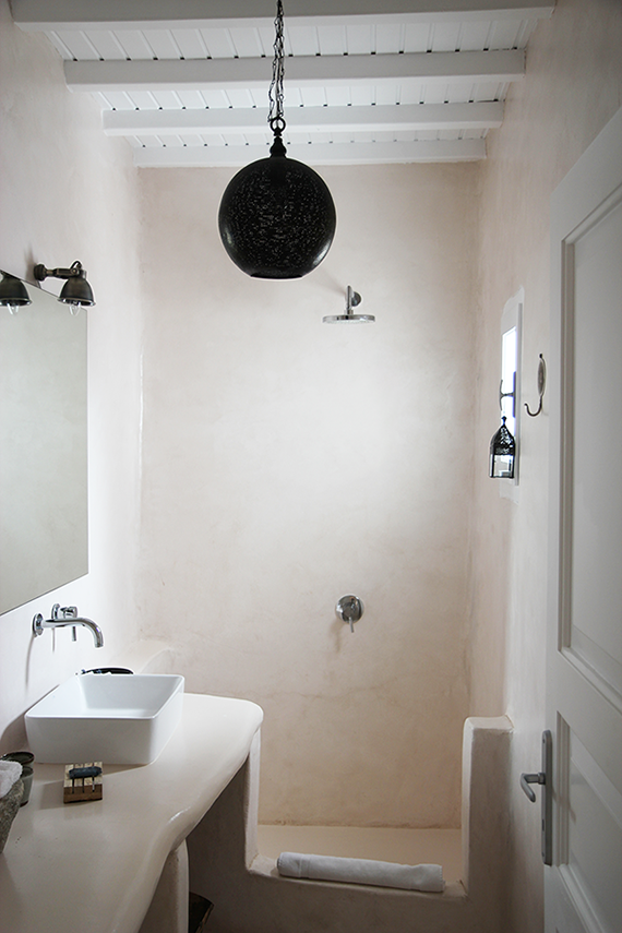 Showers with a rustic charm |  San Giorgio Mykonos via Apartment 34