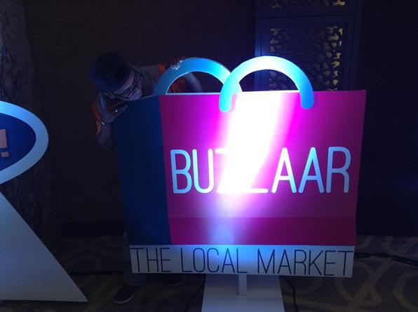 buzzaar Buzzar adalah pasaran dalam talian yang menyediakan kemudahan perdagangan produk usahawan tempatan untuk pasaran tempatan.  Antara yang telah ada di dalam Buzzar adalah seperti kek lapis dan ikan terubuk. Buzzar akan dilancarkan dengan tawaran istimewa dari Sarawak. Semua barangan dan produk yang dipilih dari pelbagai sudut malaysia, menjadi lebih menarik pada harga yang berpatutan. Portal ini terbuka kepada pelanggan Malaysia tanpa mengira samada mereka adalah pelanggan celcom atau tak. Pembayaran ini boleh dibuat dengan kad kredit.