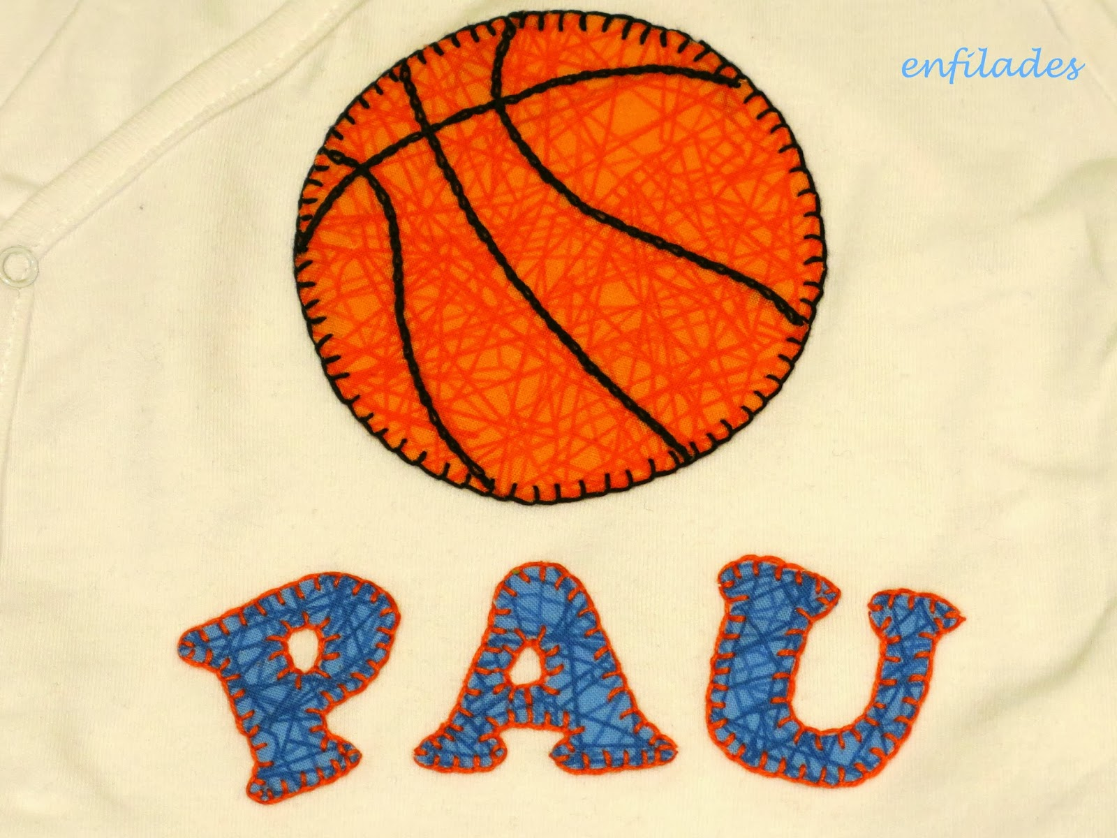 detall body personalitzat basquet - fet a mà a Enfilades.cat