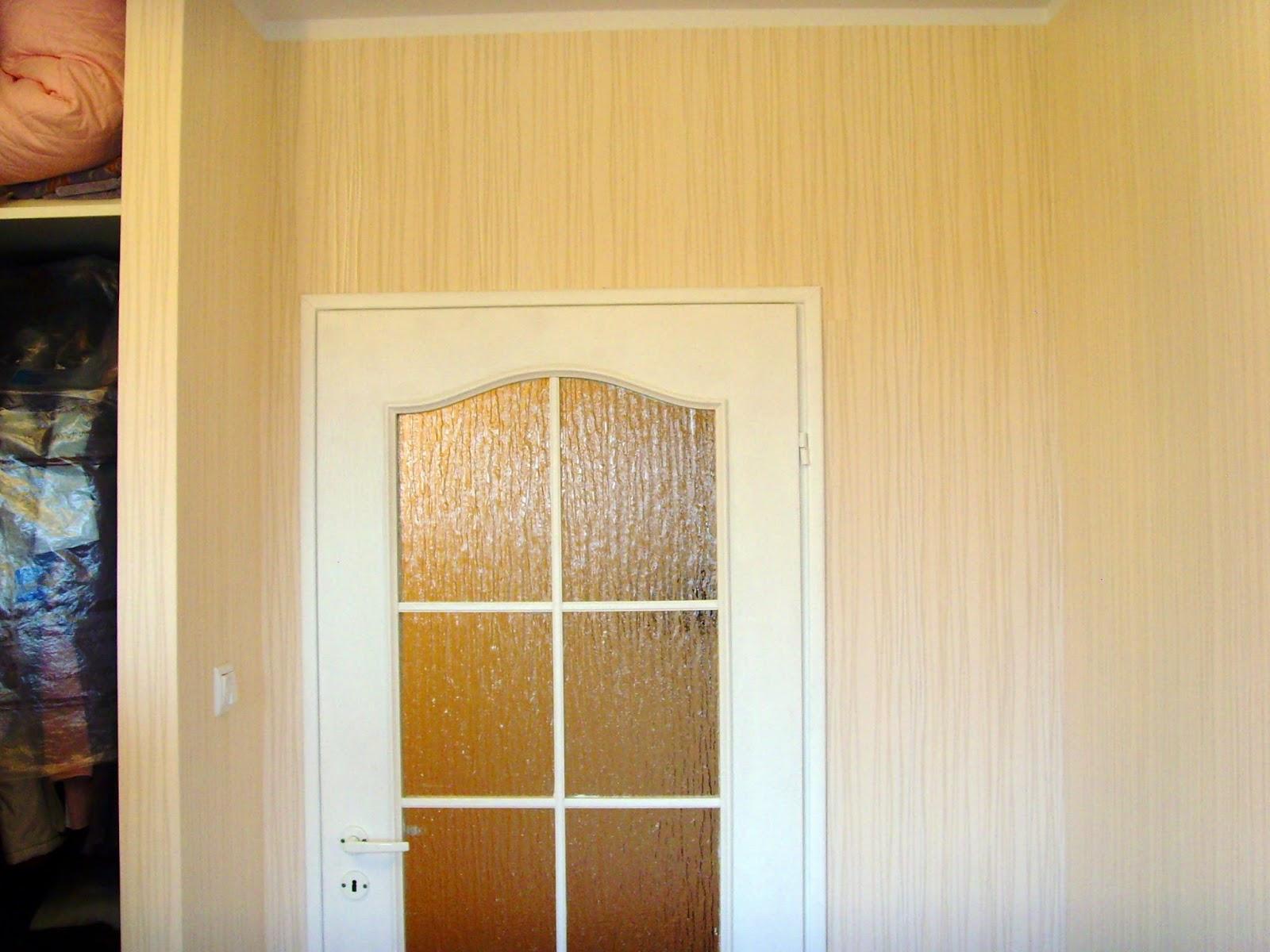 tapeta na flizelinie położona w szafie