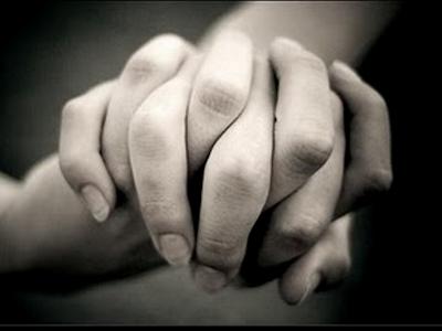 nos-agarramos-las-manos