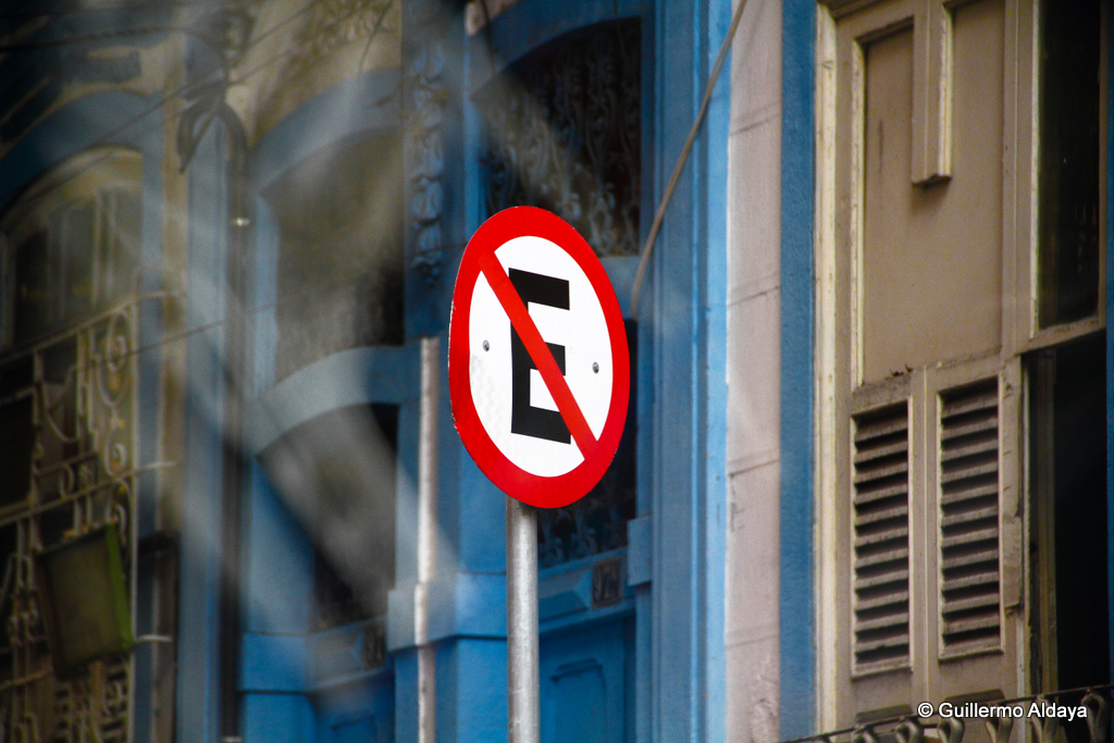 No parking, by Guillermo Aldaya / PhotoConversa
