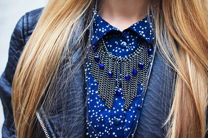 summer to fall dress, autumn, outfit, biker leather jacket, blue and black, chain necklace