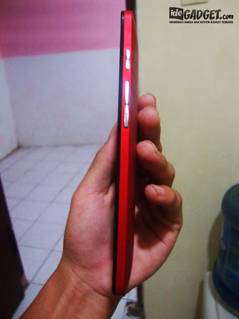 Asus Zenfone 5 - Samping