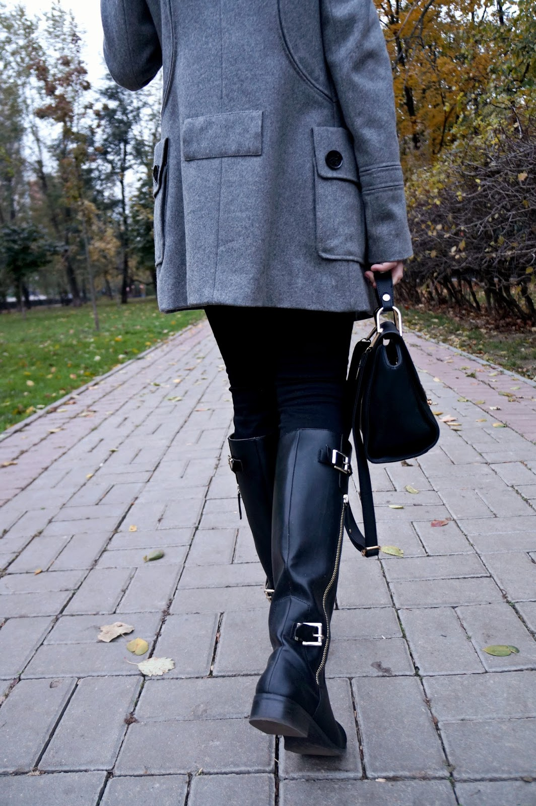 Grey coat | Black Boots