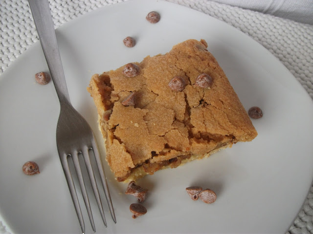 Cinnamon and Almond Blondie Bar