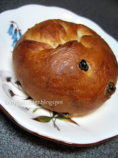 mildly-sweet-currant-bun