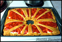 http://foodiefelisha.blogspot.com/2012/12/strawberry-cream-pastry-bake.html
