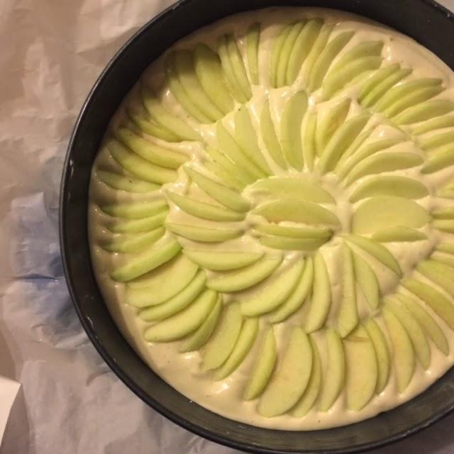 """Яблочный пирог """"Шарлотта"""" (красивый и быстрый!)"""