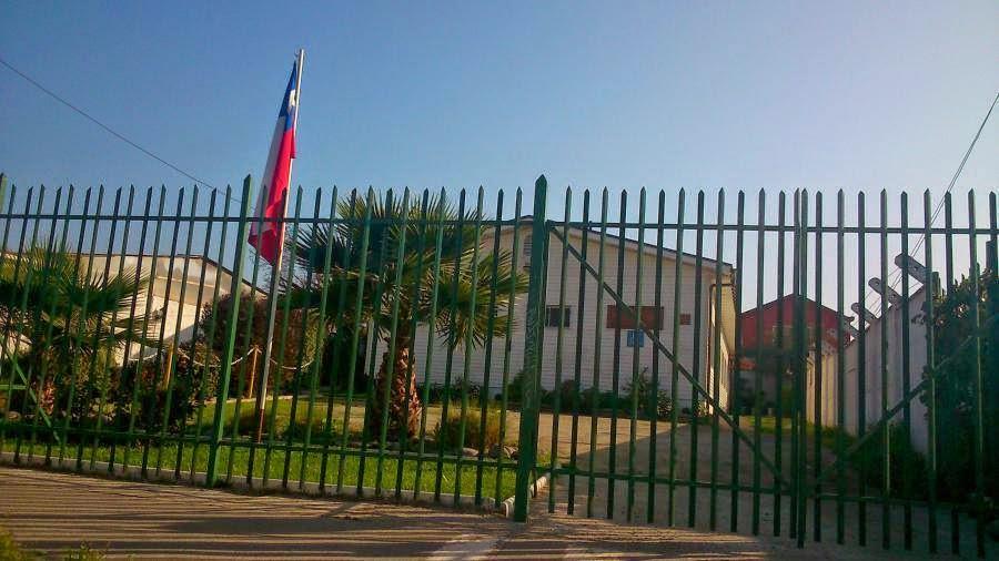 Национальный флаг над Залом Царства