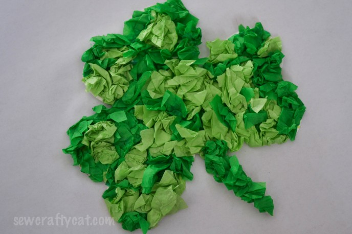 http://mamadecreations.com/st-patricks-day-crafts-tissue-paper-shamrock/