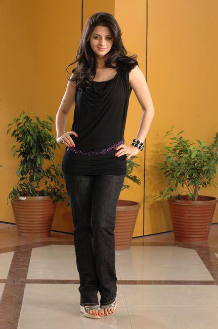Vedhika in Black Dress Cute Picture Photo Shoot - N/W  Vedika-Hot-Photoshoot-Stills-CF-015