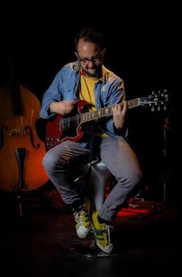 César-López-lidera-campaña-Dona-instrumento-componer-banda-sonora-posconflicto