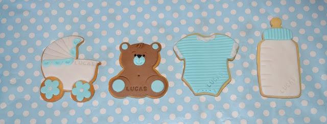 Galletas detalle bautizo bebe niño, osito, fondant, carro, biberon, bodi azul, galletas decoradas