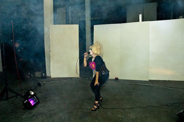 Singer Erleen Nada #1 @ Red Zebra (C)2012 Glenn Primm
