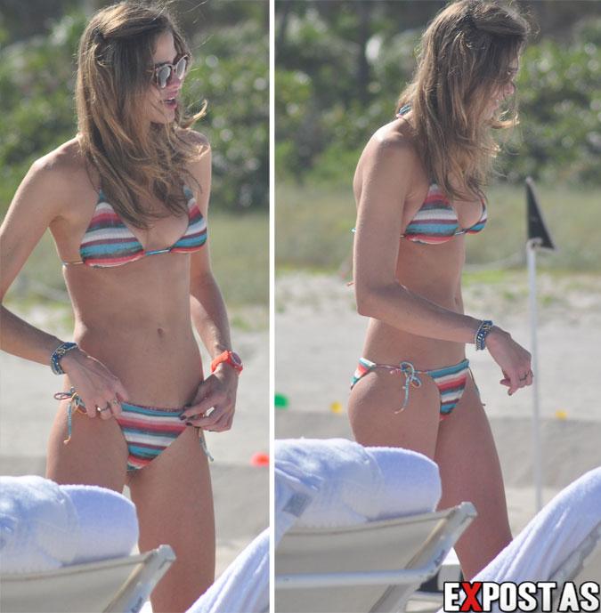 Ana Beatriz Barros de biquíni em praia de Miami - 07 de Dezembro de 2012